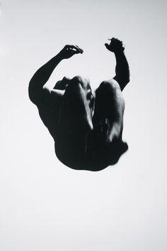 L'exposition Songs and the Sky à la Bruce Silverstein Gallery propose une manière originale de présenter certaines œuvres de sa collection en associant chaque série à une composition musicale historiquement et conceptuellement pertinente. Le titre de l'exposition tire son nom du titre originel des Equivalents d'Alfred Stieglitz (ces morceaux de ciels pris entre 1925 et 1937) et s'il est inédit de pouvoir en voir un si grand nombre, l'accompagnement audio d'Ernest Bloch leur donne une…
