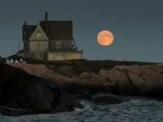 Set at the edge of the sea on the end of a windswept promontory in Rhode Island, Southwinds pretty much epitomizes a certain kind of New Eng...