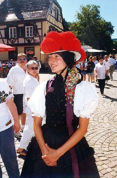 Die Gutacher Tracht wird nur in den evangelischen Gemeinden Gutach, Kirnbach und in Reichenbach (bei Hornberg) getragen. Der rote Bollenhut ... #Gutachtal