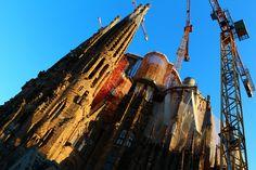 サグラダ・ファミリア① from Barcelona,Spain. 言わずと知れたスペインの世界遺産であり、バルセロナの象徴でもあるサグラダ・ファミリア。日本語で表記すると「聖家族教会」とあるように、サグラダ・ファミリアはカトリック教会のバシリカ(一般の教会堂よりも上位にある教会堂)なのです。