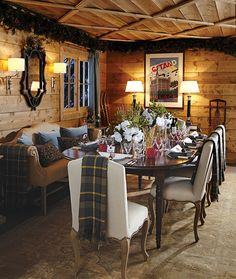 If you are decorating your chalet or wooden cabin, these ideas may be of use for you. Today we are having a look at chalet dining rooms and zones . Chalet Style, Lodge Style, Ski Chalet, Chalet Interior, Interior Exterior, Interior Design, Wooden Cabins, Dining Room Furniture, Dining Rooms