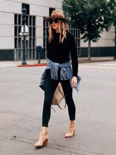 Fashion Jackson Wearing Black Sweater Black Skinny Jeans Denim Jacket Tan Booties Tan Wide Brim Hat Source by tracyeng fashion chic Winter Fashion Outfits, Look Fashion, Autumn Winter Fashion, Spring Outfits, Weekend Fashion, Winter Style, Spring Style, Retro Fashion, Fashion Caps