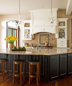 Kitchen of Monica Hart : La Famiglia blog,  Photo by John Granen