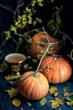 Тыковки, тыковки - смотрю и резать жалко. Люблю осень за урожай. Обожаю фотографировать осенние натюрморты.