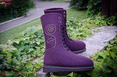 """Ботинки - Валенки """" А мне фиолетово...""""2 – купить в интернет-магазине на Ярмарке Мастеров с доставкой Felt Boots, Felting, Combat Boots, Shoes, Fashion, Moda, Combat Boot, Zapatos, Shoes Outlet"""