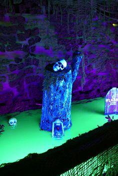 Image detail for -yard haunt displays! halloween-nice blacklight effect
