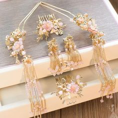 Chinese Handmade Classical Hair Accessories Ancient Palace Hairpins Hair Comb Complete Set for Women Asian Hair Accessories, Wedding Hair Accessories, Asian Hair Pin, Pink Costume, Cute Girl Wallpaper, Hair Decorations, Oriental Fashion, Hair Sticks, Hair Jewelry