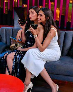 Deepika Padukone and Alia Bhatt on the new Season of Koffee with Karan. Bollywood Girls, Bollywood Stars, Bollywood Actress, Koffee With Karan, Aalia Bhatt, Celebs, Celebrities, Deepika Padukone, Beautiful Actresses