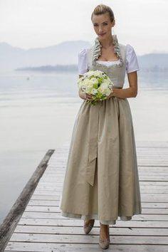 Trachtenhochzeit Neubck Moden Brautdirndl Hochzeitsdirndl Dirndlhochzeit  Brautdirndl in 2019