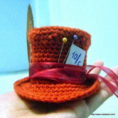 Mini Mad Hatter's hat - free amigurumi pattern