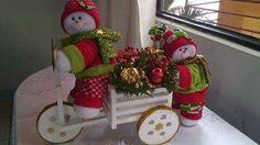 Muñecos de nieve Christmas Fabric, Christmas Door, Felt Christmas, Christmas Snowman, Christmas Wreaths, Christmas Crafts, Christmas Ornaments, Elf Christmas Decorations, Holiday Decor