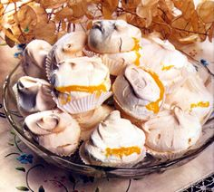 Merengues do Algarve No Egg Desserts, Mini Desserts, Delicious Desserts, Dessert Recipes, Algarve, Portuguese Desserts, Portuguese Recipes, Portuguese Food, My Recipes