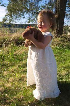 Ravelry: Laulu kuusesta pattern by Christa Becker Free Knitting, Knitting Patterns, Girls Dresses, Flower Girl Dresses, Ravelry, Songs, Wedding Dresses, Flowers, Fashion