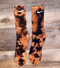 Your place to buy and sell all things handmade Nike bleach dye socks Tie Dye Fashion, Diy Fashion, Ideias Fashion, Diy Clothing, Custom Clothes, Tie Dye Socken, Batik Mode, Diy Tie Dye Shirts, Diy Tie Dye Nike Socks