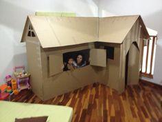icu ~ Casinha em L de Papelão Cardboard Houses For Kids, Cardboard Box Fort, Cardboard Box Crafts, Cardboard Crafts, Cardboard Furniture, Diy For Kids, Crafts For Kids, Play Houses, Kids Playing