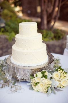 pretty & simple wedding cake