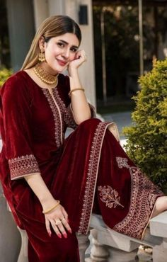 Beautiful Pakistani Dresses, Pakistani Formal Dresses, Nikkah Dress, Pakistani Outfits, Beautiful Dresses, Pakistani Fashion Party Wear, Indian Fashion Dresses, Indian Designer Outfits, Designer Dresses