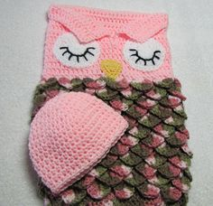 This sale is for the baby owl cocoon and cap set. Newborn sized.  The sleepy eyed cocoon is a pink and multi colored sack made in the crocodile