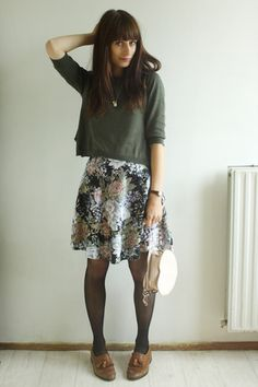 Vintage Skirt, Topshop Shoes, Primark Sweater, Primark Heart Shaped Purse. Great early autumn look.