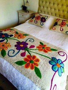 20 Color Embroidery Bed Wrap Cover and Pillow Models Mexican Embroidery, Embroidery Art, Cross Stitch Embroidery, Embroidery Patterns, Wool Applique, Rug Hooking, Needlework, Diy And Crafts, Sewing Projects