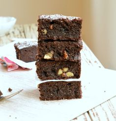 Those sugar free brownies are the best brownie recipe ever! Your guest will never noticed it is sugar free. And there are also low carb & gluten free!