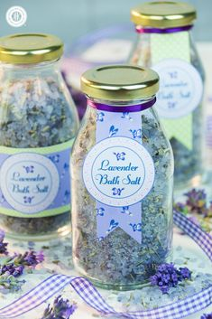Decorated with our free printable labels, homemade lavender bath salt is a pretty gift for friends and family. We love how cute the bath salt looks in the mini milk bottles. #diy #freebie #printable | countryhillcottage.com