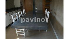 Mesa colgante, mesa sin patas, realizada en revestil color aluminio.