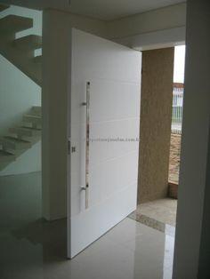 Porta pivotante com estrutura de ferro no interior, pintura de laca P.U branco acetinado (Sayerlack) - Ecoville Portas Especiais