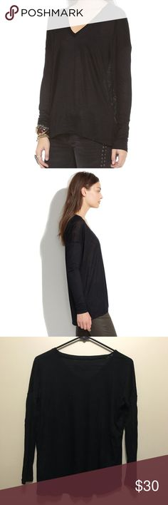 Madewell // v neck long sleeve tee Super comfy 'long sleeve v-neck tee' from Madewell in extra small. Great pre-owned condition. All black. Not available in this color online. Madewell Tops Tees - Long Sleeve
