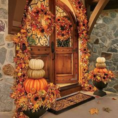 40 Fall Door Decorations to Welcome the Festivities with Open Arms Welcome all the fall festivals by adorning your house with splendid DIY fall door decorations. The striking ideas for decorating the door this falls are sure to lure you into action.