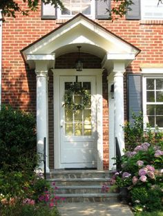 Traditional Exterior Red Brick Design, Pictures, Remodel, Decor and Ideas - page 38 Front Door Entrance, Front Doors, Front Porch, Exterior Color Schemes, Brick Design, Front Steps, Ranch Style Homes, Traditional Exterior, Red Bricks