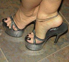 #sexyfeet #sexyhighheels #sexywedges #sexymules #sexylegs #milf #sexymilf #footfetish #sexytoenails #toenails #polishtoenails #womenfeet #ladybarbara #legsworld #hotfeet
