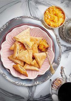 Baklava-samoesas met soet vrugte-blatjang Snack Recipes, Dessert Recipes, Cooking Recipes, Snacks, Desserts, Yummy Recipes, South African Recipes, Ethnic Recipes, Recipe For 4