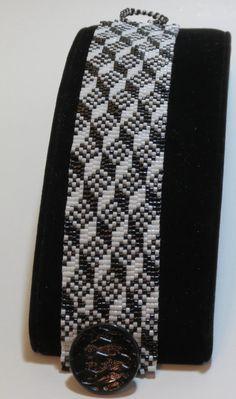 Peyote Bracelet pattern using Miyuki 11/0 by CinfulBeadPatterns