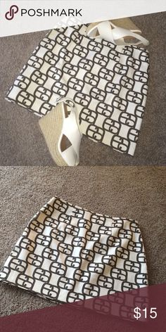 Short pencil white skirt Off white with brown pattern. Run small it's more like a 5. Hardly worn. Has a small stain on the back edge, showed above in pictures, but it's not really noticeable.(shoes are not included) Edward an Skirts Mini