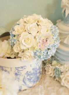 SummerWedding//アジサイとホワイトローズのラウンドブーケ Floral Wedding, Wedding Flowers, Calla Lily Flowers, Bride Bouquets, Wedding Images, Botanical Gardens, Flower Arrangements, Pantone, Decor Ideas