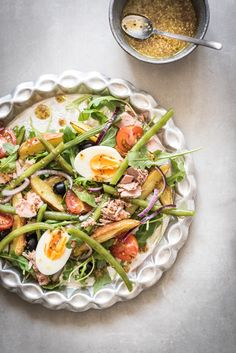 Recept: goed vullende salade niçoise (ideaal voor on-the-go) Tuna Recipes, Clean Recipes, Nicoise Salad, Cobb Salad, Bodybuilding, At Home Workouts, Fitness, Salads, Clean Eating