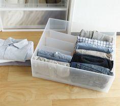 収納ケースに服をたたんでおさめるときに綺麗に収納できなかったことはありませんか?仕切りスタンドを使えば一着だけ取り出しても服が倒れることもなく簡単に綺麗を保てます。