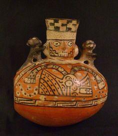 Cerámica  Periodo: 700- 1100 d.C. Horizonte Wari-Tiwanaku. Estilo Santa  Medidas: 152mm de alto x 134mm de ancho  Código de pieza: MCHAP 0282   cultura Recuay