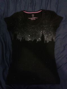 Skyline T-shirt DIY using glitter fabric paint sprayed on with a toothbrush Glitter Fabric Paint, Fabric Paint Shirt, Paint Shirts, T Shirt Painting, Diy Painting, Bleach Shirt Diy, T Shirt Diy, Shirt Transformation, Diy Clothes Videos