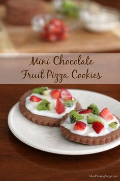 Mini Chocolate Fruit Pizza Cookies are super easy to make, fun to eat and taste delicious. Customize with fruit that's in season! | Recipe at MealPlanningMagic.com