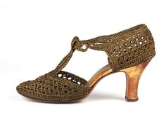 Shoe-Icons / T-strap shoes with upper woven with the bronze colored plastic thread.