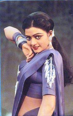 South Indian actress Bhanupriya vintage saree side boob show