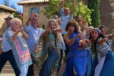 Meebrullen in de bios bij Mamma Mia! Here we go again ⋆ Marstyle Mamma Mia, Lily James, Amanda Seyfried, Meryl Streep, Best Rom Coms, Pierce Brosnan, Love Actually, Romantic Movies, Hollywood Life