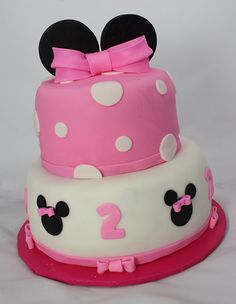 Minnie Mouse cake -This might be the cake for Brooklyn's birthday