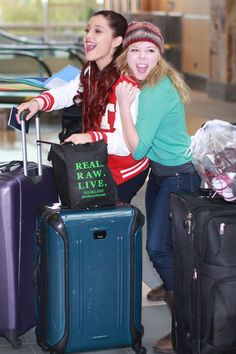Jennette McCurdy Photo - 'Swindle' Cast Catching A Flight In Vancouver