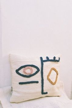 Handmade Home Decor Make Your Own Pillow, How To Make Pillows, Diy Pillows, Cushions, Pillow Ideas, Throw Pillows, Textiles, Needle Cushion, Diy Interior