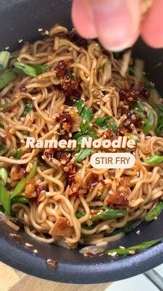 Shrimp Noodle Stir Fry, Stir Fry Using Ramen Noodles, Vegan Stir Fry Noodles, Veggie Noodle Stir Fry, Vegan Noodles Recipes, Fried Noodles Recipe, Vegetarian Stir Fry, Rice Noodle Recipes, Vegetarian Recipes