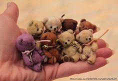 Mini teddy bears by HobbyStudio - with pattern and tutorial Mini Teddy Bears, Teddy Toys, Love Bear, Bear Doll, Stuffed Animal Patterns, Stuffed Animals, Felt Animals, Doll Patterns, Bear Patterns