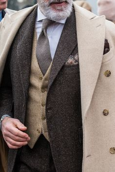 Check out Franz wearing this beautiful neutral tone look for last years Pitti Uo Well Dressed Men Over 50, Sharp Dressed Man, Mens Fashion Suits, Mens Suits, Style Costume Homme, Designer Suits For Men, Mature Fashion, Classy Fashion, Vintage Fashion
